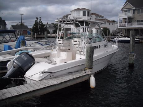 2005 Robalo 235 Walk Around
