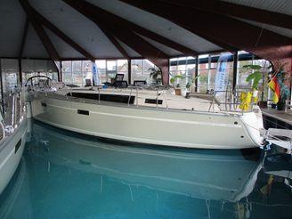 2016 Bavaria Cruiser 37