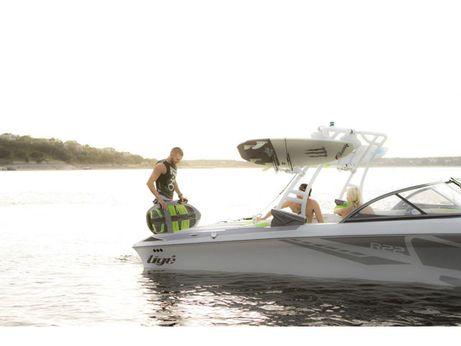 2017 Tige Boat R22