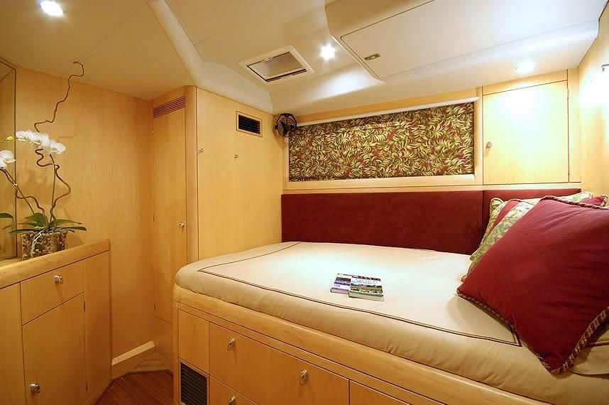 Oyster 72 Guest Bed