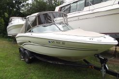 2002 Sea Ray 220 Bow Rider