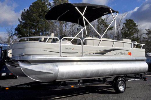 2009 Tracker Sun Tracker Fishin' Barge 21