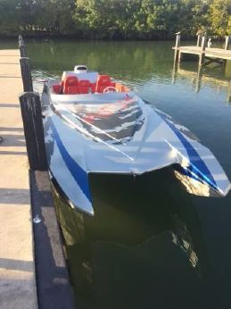 2000 Motion Marine Power Boat