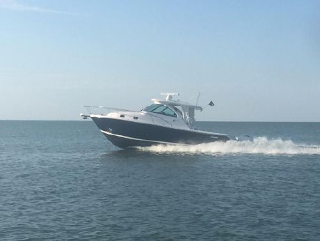 2016 Pursuit 345 Offshore