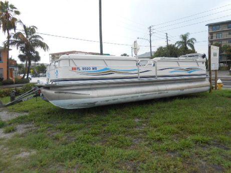 2005 Mercury Boat Aluminum Pontoon