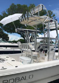 2017 Robalo 206 Cayman