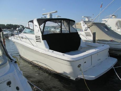 1997 Sea Ray 330 Express Cruiser