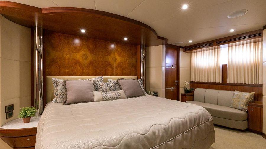 Ocean Alexander 88 Luxury Yacht Master Bed