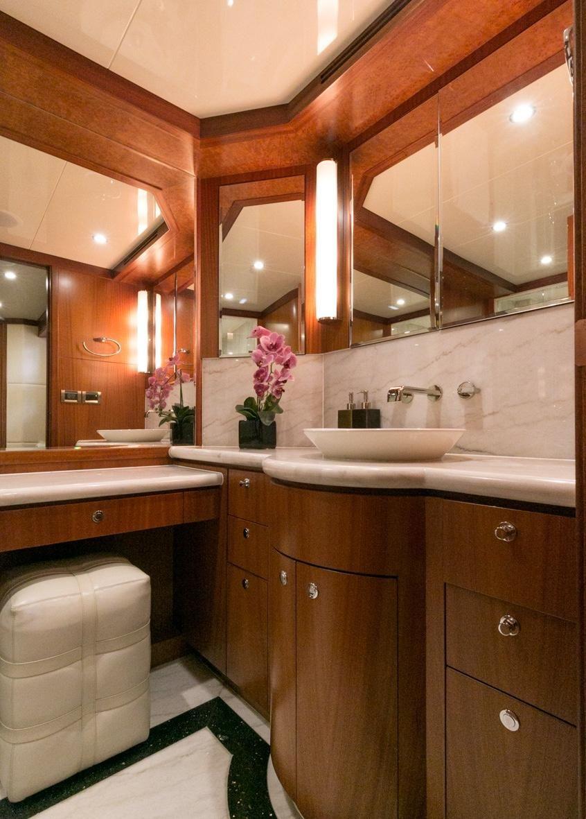 Ocean Alexander 88 Motoryacht Guest Bathroom Head