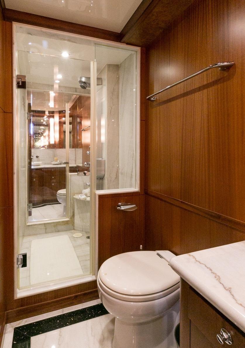 Ocean Alexander 88 Motoryacht Guest Shower