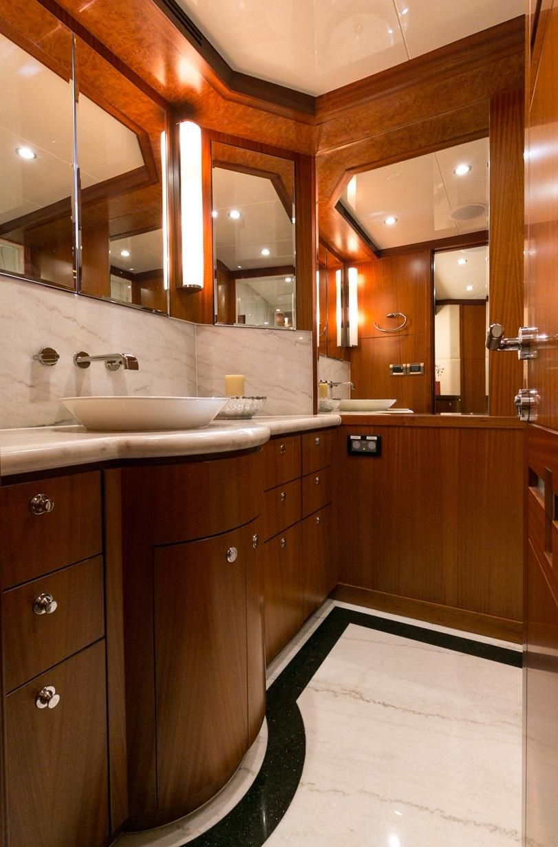 Ocean Alexander 88 Luxury Yacht Master Bathroom Head