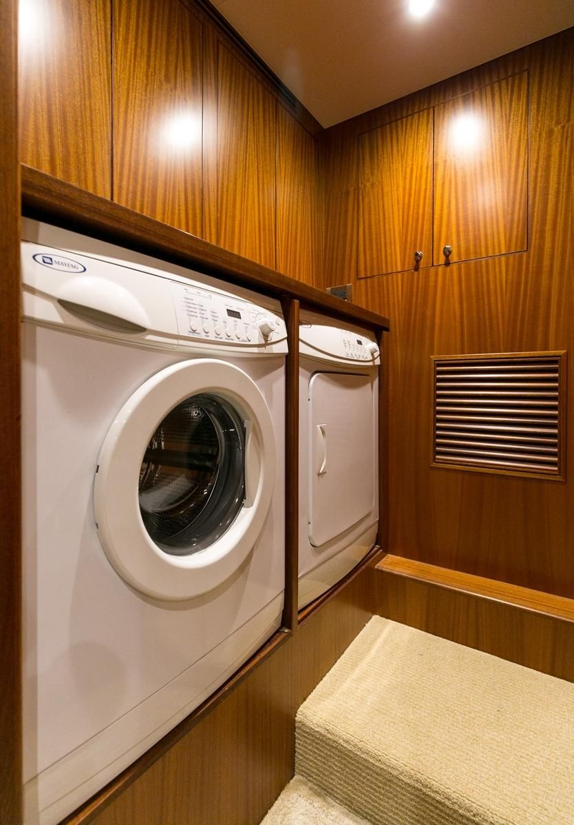 2010 Ocean Alexander Luxury Yacht Washer Dryer