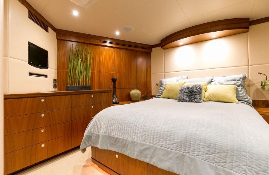 2010 Ocean Alexander 88 Luxury Yacht Guest Stateroom