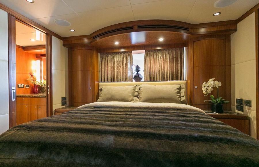 2010 Ocean Alexander Luxury Yacht VIP Stateroom