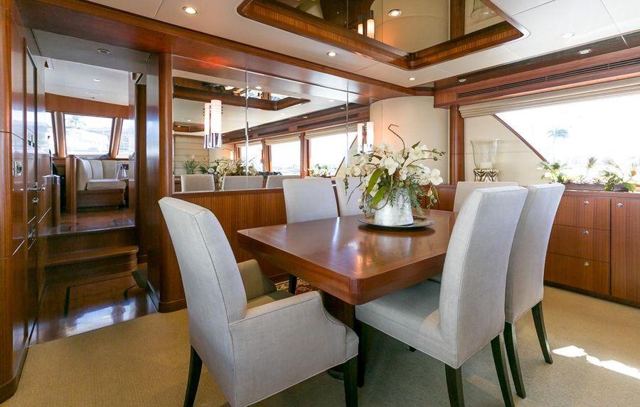Ocean Alexander 88 Motoryacht Dining Area
