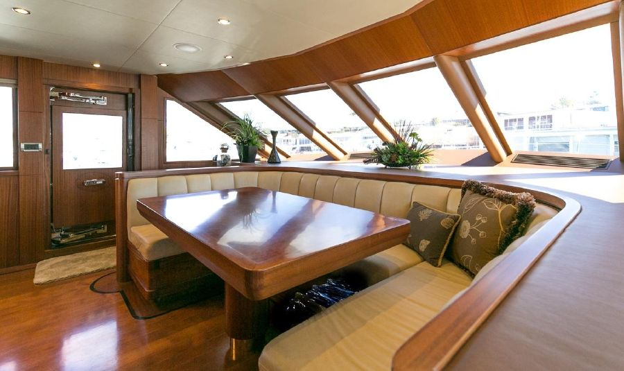 2010 Ocean Alexander 88 Luxury Yacht Skylounge