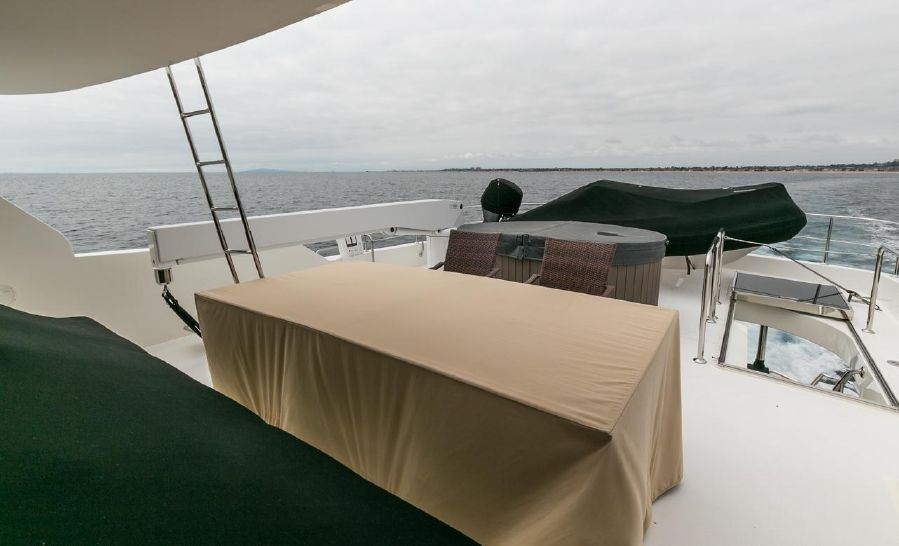 2010 Ocean Alexander 88 Luxury Yacht Bridge