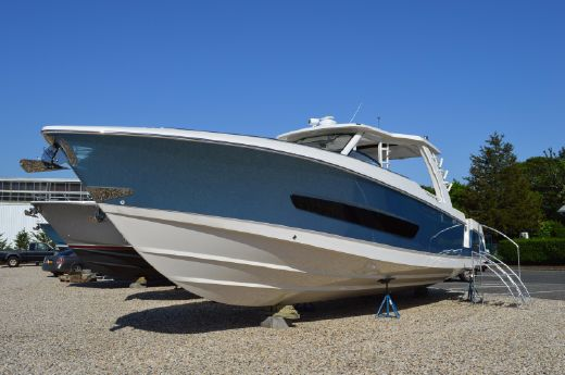 2016 Boston Whaler 420 Outrage IN STOCK