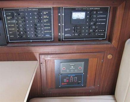 1983 Hatteras 32 SPORT FISHERM.