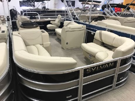 2017 Sylvan Mirage Cruise 8522 Entertainer