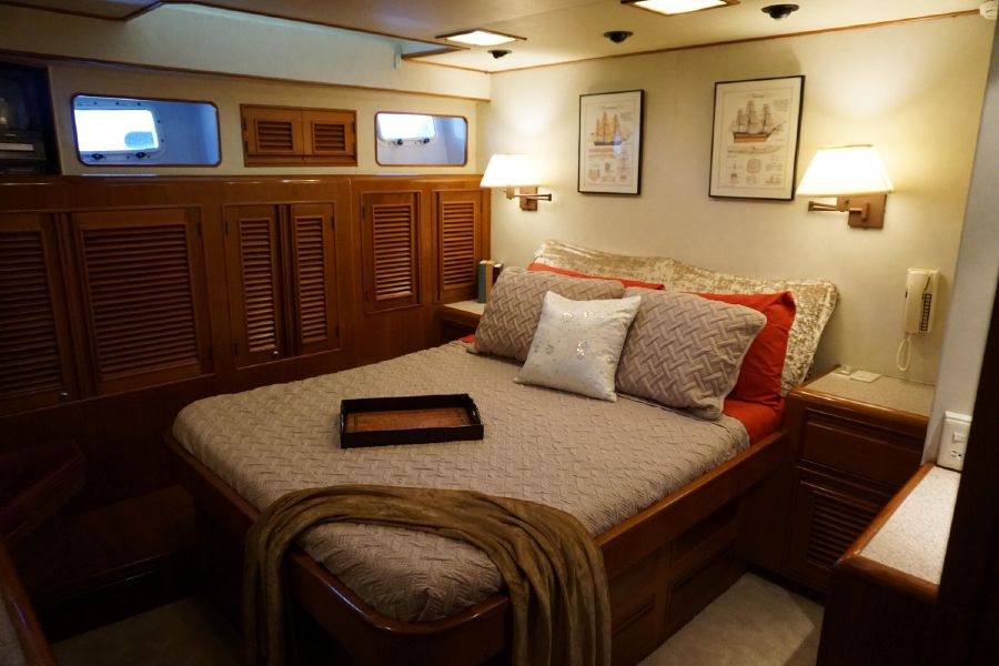Offshore 55 Pilothouse Master Stateroom