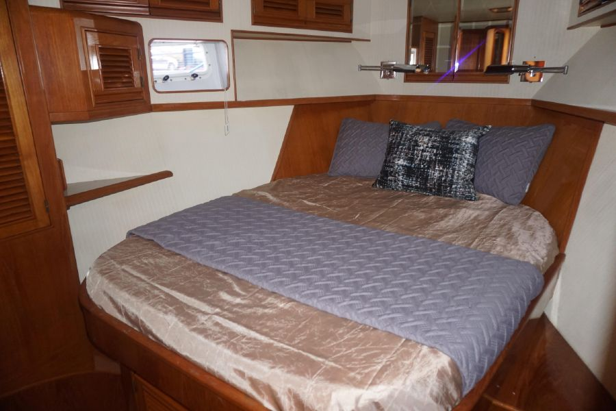 Offshore 55 Pilothouse Forward Stateroom