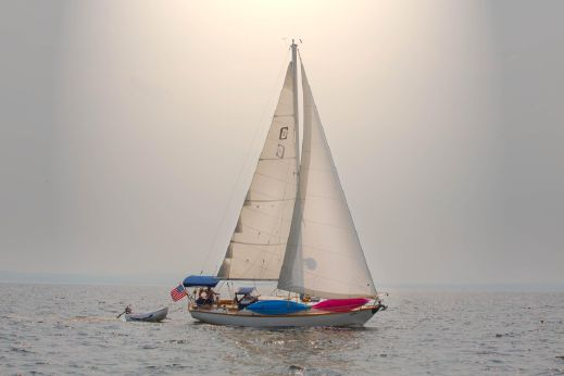 1981 Cape Dory 33' Sloop