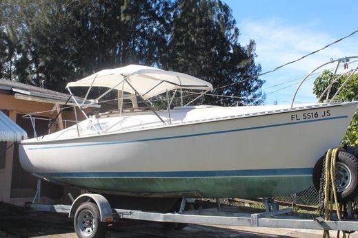 1977 Chrysler 22 foot sail boat
