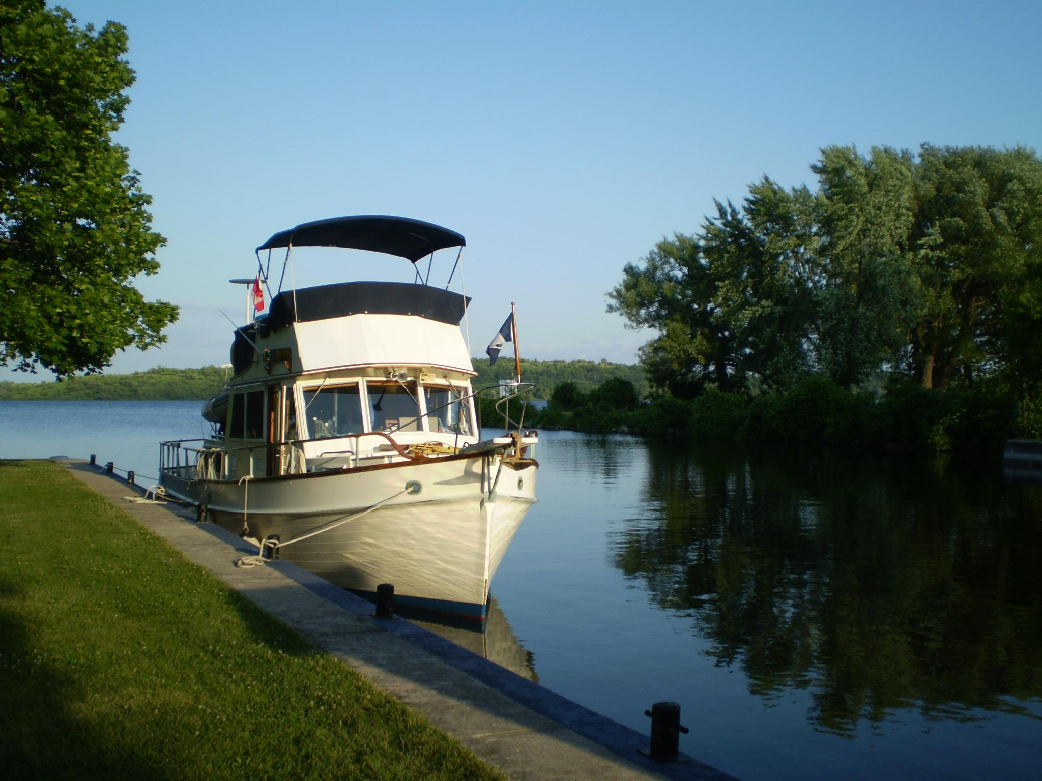 36 ft 1985 grand banks classic with single cat diesel  amp  bow thruster