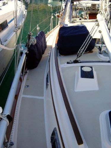 37' Island Packet 37 Cutter+Forward stateroom
