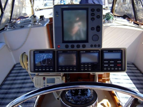 37' Island Packet 37 Cutter+Dinette