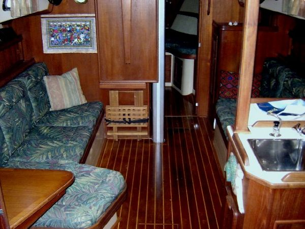 37' Island Packet 37 Cutter+Full table