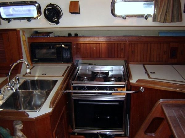 37' Island Packet 37 Cutter+Electrical panel