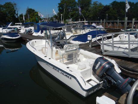 2004 Sea Hunt 220 Triton