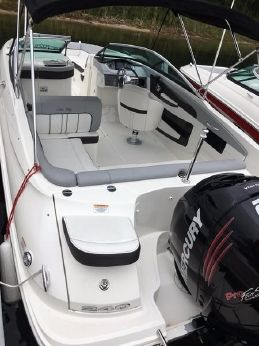 2016 Sea Ray 240 Sundeck OB