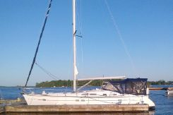 2006 Beneteau 423 Two-Cabin Sloop