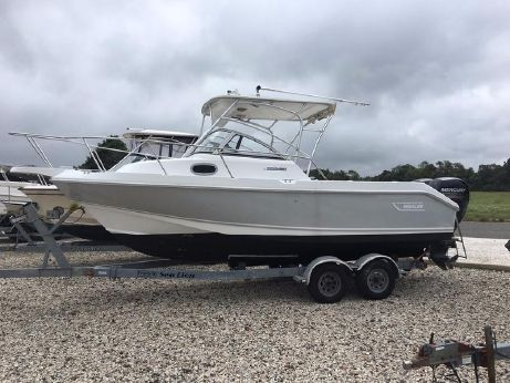 2001 Boston Whaler 23 Conquest