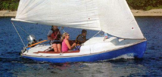 1994 Cape Cod Shipbuilding Bullseye Daysailer
