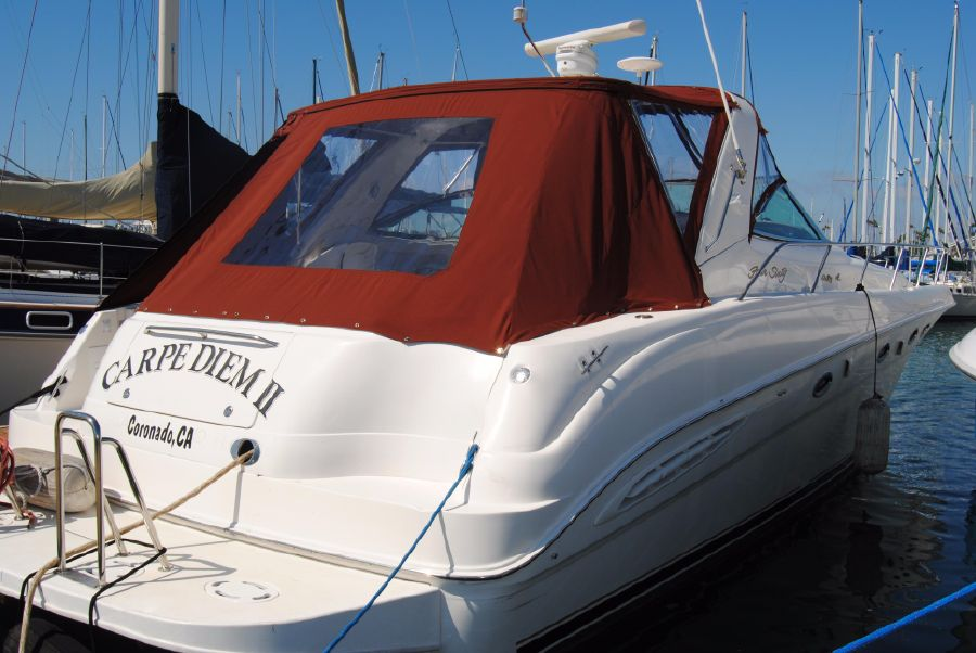 2000 Sea Ray 460 Sundancer rear profile