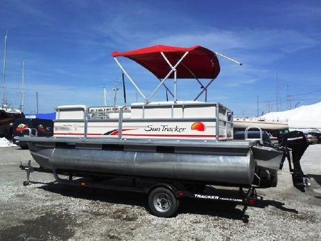 2008 Suntracker party barge 190