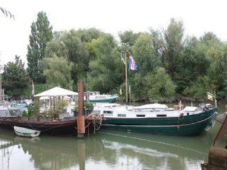 1908 Barge Live aboard