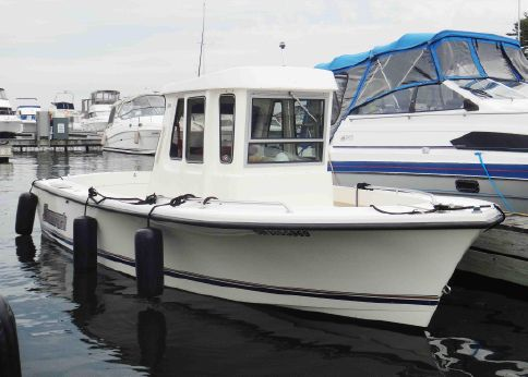1998 Shamrock 200 Pilothouse