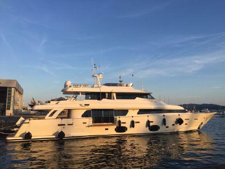 2015 Custom Line Navetta 33 Crescendo