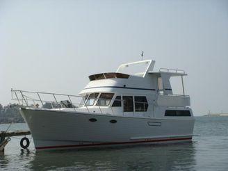 2012 Marine Trader 38 Sundeck