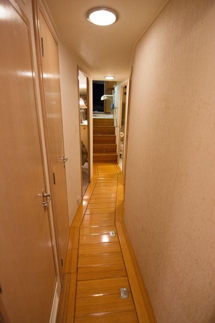 Hatteras 58 Convertible Hallway