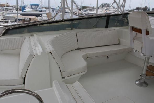 Hatteras 58 Convertible Flybridge Seating