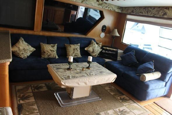 Hatteras 58 Sportfisher Salon Sofa