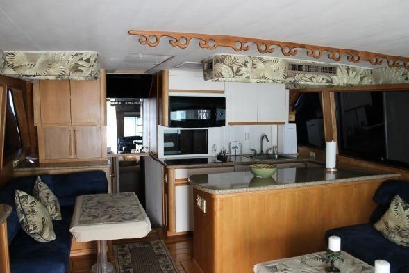 Hatteras 58 Convertible Salon