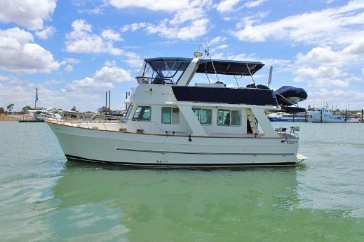 2006 Clipper Motor Yachts Flybridge Cruiser