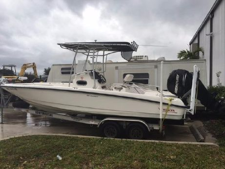 2011 Boston Whaler 230 Dauntless